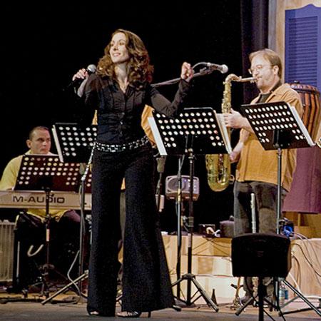 img_Female-Vocalist-Roberta-Main.jpg