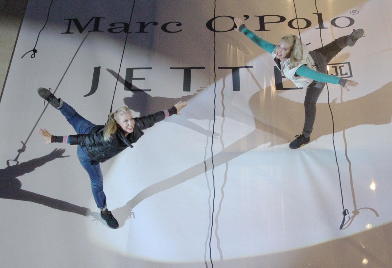 vertical-fashion-show-1.jpg
