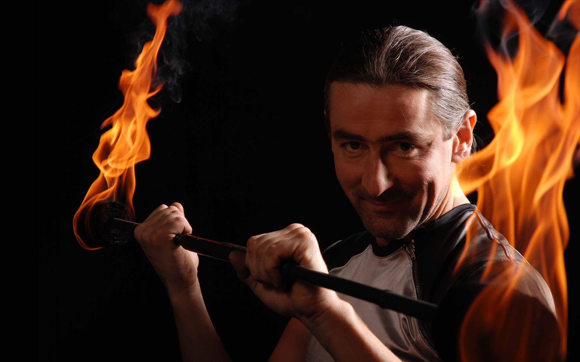 Lemmi-Feuershow-Feuerstab-Portrait