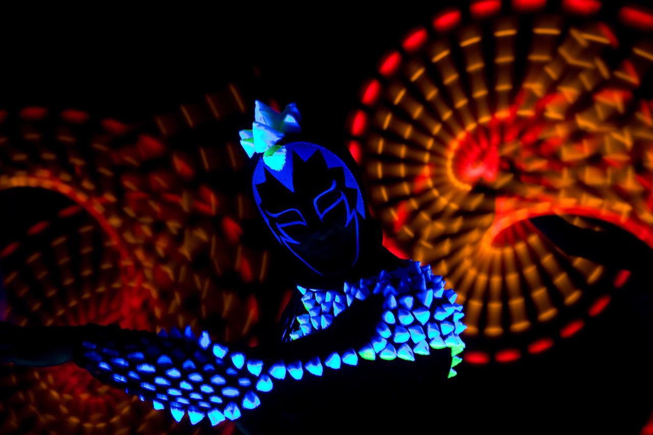 46-antaagni-performer-blacklight_1348557596.jpg