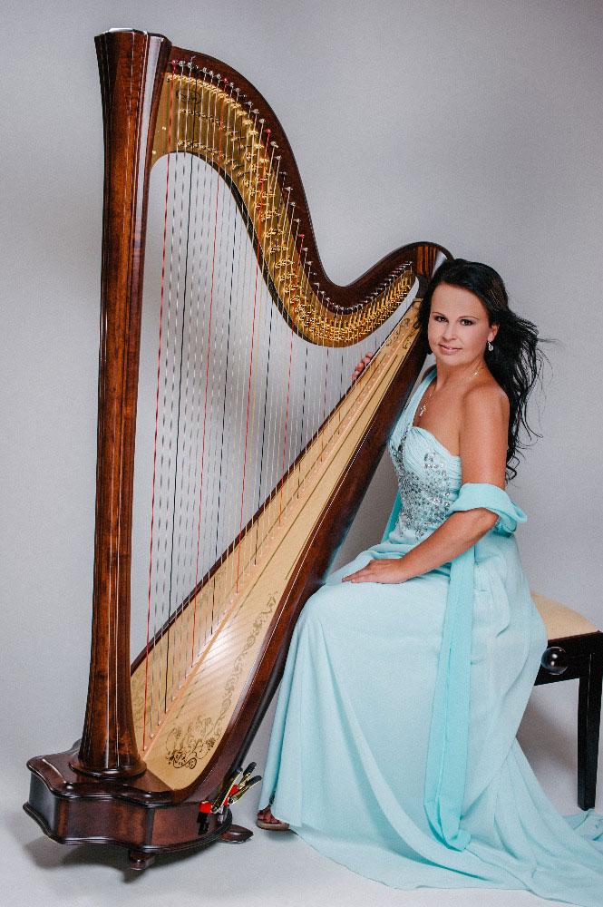 Harpist-Katarina-1.jpg