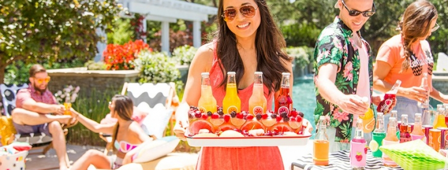 How to Throw an Amazing Pool Party:  Serving Food and Drinks