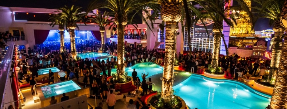 How to Throw an Amazing Pool Party: Tips