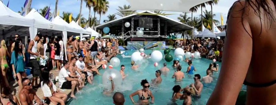 How to Throw an Amazing Pool Party:  What To Buy