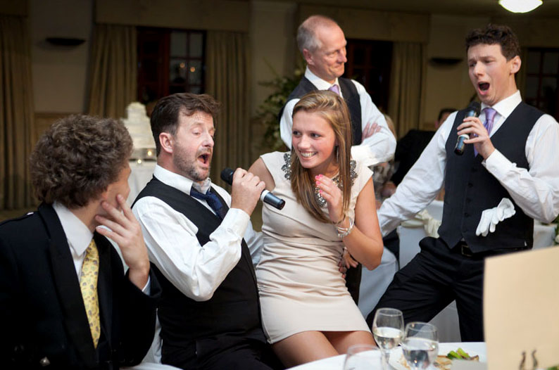 opera-singing-waiters-2.jpg